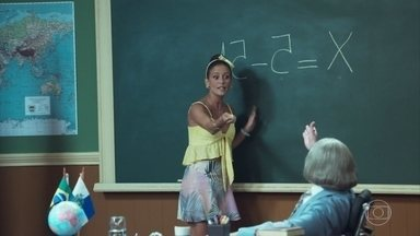 Dona Marina da Glória tem as costas quentes - Professor Raimundo a ajuda com o problema de matemática