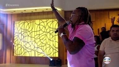 Tchakabum canta 'Onda Onda' - Confira