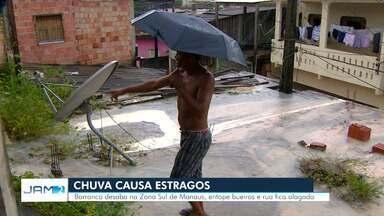 Barranco desaba e rua fica alagada em Manaus - Ocorrência no bairro São Francisco foi resultado de fortes chuvas na capital.