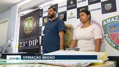 Dupla é presa suspeita de estelionato em Manaus - Nove Boletins de Ocorrência já foram registrados denunciando empresa de fachada, segundo a polícia