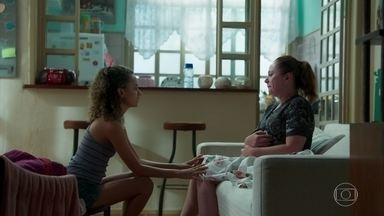 Maria Alice insiste que Rosália vá ao médico - Rosália diz que tem muitas encomendas e não pode parar de trabalhar