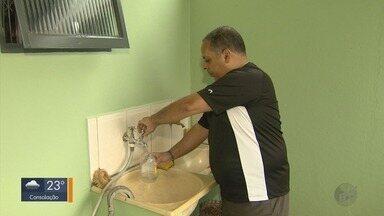 Moradores de mais de 100 bairros de Poços de Caldas (MG) têm fornecimento de água cortado - Moradores de mais de 100 bairros de Poços de Caldas (MG) têm fornecimento de água cortado