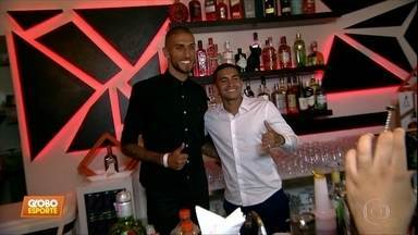 Dudu, do Palmeiras, e Rafael Marques inauguram bar em São Paulo - Dudu, do Palmeiras, e Rafael Marques inauguram bar em São Paulo
