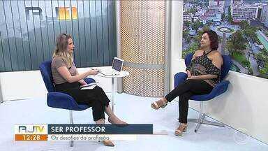 No estúdio do RJTV, psicopedagoga fala sobre desafios de ser professor - Profissão exige dedicação e amor.