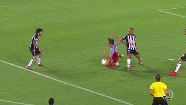 Bob Faria analisa lances da vitória do Atlético-MG sobre o Danubio, pela Libertadores - Galo vence por 3 a 2 e se classifica à terceira fase da competição