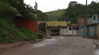 Nove corpos são encontrados em Nova Iguaçu e Queimados - Cinco corpos foram encontrados na zona rural de Nova Iguaçu e quatro estavam na rua Carlos Sampaio, em Queimados. Os crimes podem estar ligados a uma guerra de traficantes.
