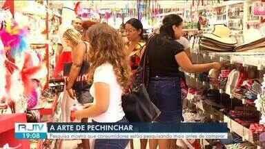 Pesquisa mostra que consumidores estão pesquisando mais antes de comprar - De cada dez pessoas, oito estão percorrendo mais lojas e negociando antes de comprar.