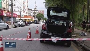 Policial é baleado durante perseguição em Santos - Os criminosos assaltaram uma loja e tentaram fugir. Dois dos três que participaram do crime foram presos.