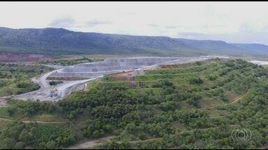 Trabalhadores pedem prazo de 10 anos para fechamento de mineradora de amianto em Minaçu - Atividades já estão paradas devido à proibição por parte do STF de extração do minério. Governador de Goiás se reuniu com procuradora-geral da República em busca de apoio para adiar a medida.