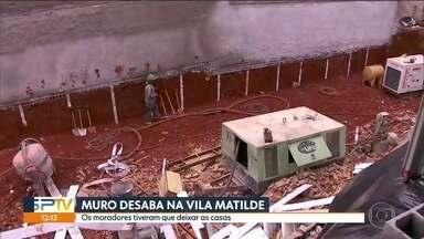 Muro desaba na Vila Matilde - Alguns moradores tiveram que sair de casa.