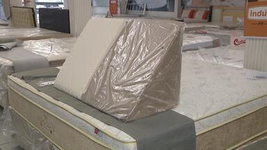Colchão e travesseiros devem ser escolhidos com cuidado - Eles são essenciais para garantir uma boa noite de sono.