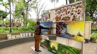 Embu das Artes comemora 60 anos de emancipação política - Embu das Artes foi fundada em 1554, pelos padres jesuítas, e fica há 30 Km da capital. Entre os atrativos estão as construções coloniais do centro da cidade e as barracas e lojas de artesanato.