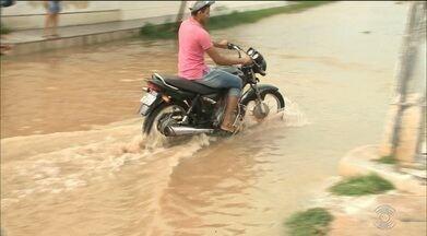 Madrugada de muita chuva no sertão da Paraíba - Casas acabaram alagadas no município de Sousa.
