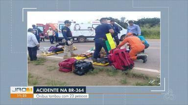 Acidente na BR-364 próximo à Ariquemes: Ônibus tombou com 23 pessoas - Acidente na BR-364 próximo à Ariquemes: Ônibus tombou com 23 pessoas