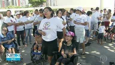 Pais de crianças com deficiência pedem mudanças no Benefício de Prestação Continuada (BPC) - Protesto ocorreu no Parque Dona Lindu, em Boa Viagem, no Recife