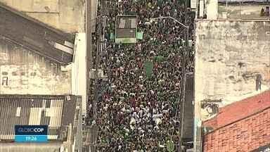 Bloco Amantes de Glória reúne foliões no Centro do Recife - Também houve prévia carnavalesca em Olinda
