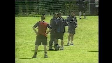 Os Indomáveis: Djalminha perdeu a chance de disputar Copa do Mundo de 2002 por causa de uma cabeçada nada certeira - Os Indomáveis: Djalminha perdeu a chance de disputar Copa do Mundo de 2002 por causa de uma cabeçada nada certeira