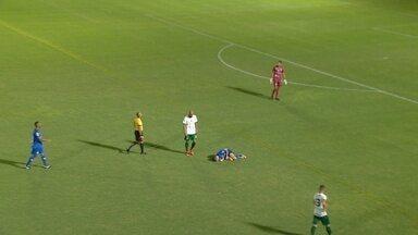 Thiago Spice leva o vermelho direto por pisão em adversário - Zagueiro foi expulso