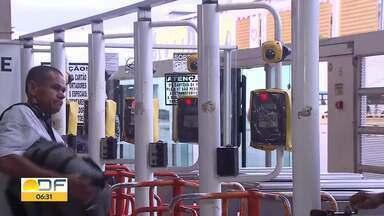 Cartões do bilhete único usados várias vezes serão bloqueados - Na semana passada, pessoas foram presas depois de serem flagradas nas catracas do BRT usando indevidamente os cartões de vale transporte.