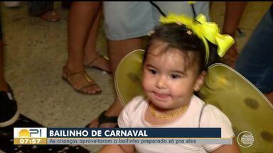 Crianças aproveitam bailinho de carnaval - Crianças aproveitam bailinho de carnaval