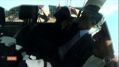 Paulo Vieira de Souza volta pra cadeia na 60ª fase da Operação Lava Jato - Paulo Vieira de Souza está na Superintendência da Polícia Federal, em São Paulo. Ele é suspeito de ser o operador de propinas do PSDB. Os agentes também estiveram em vários endereços ligados ao senador tucano Aloysio Nunes Ferreira.