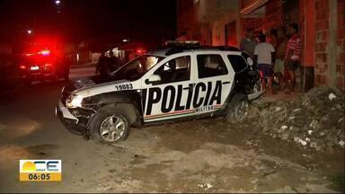 Policial fica ferido em acidente com viatura - Agentes estavam em perseguição no bairro Jangurussu.