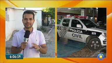 Adolescente é baleada durante assalto na calçada de casa, em João Pessoa - Suspeito atirou contra as vítimas durante a fuga. Polícia diz que vítimas não reagiram ao assalto.