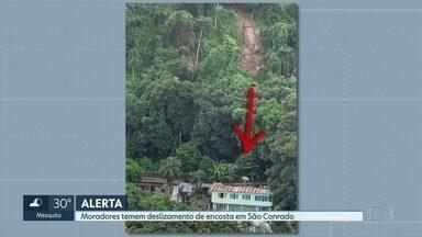 Moradores de um condomínio de São Conrado estão preocupados com a chuva. - Eles alegam que pedras podem deslizar de uma encostra e atingir casas e até uma escola. A prefeitura diz que vistorias apontam que não há riscos.