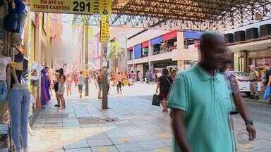 Reduz o número de roubo a pedestres na rua Voluntários da Pátria, em Porto Alegre - A liberação das calçadas está contribuindo com a redução.