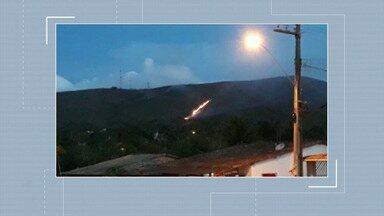 Região da Serra de Itabaiana é atingida por incêndio - Brigadistas e voluntários trabalham para tentar controlar o fogo.
