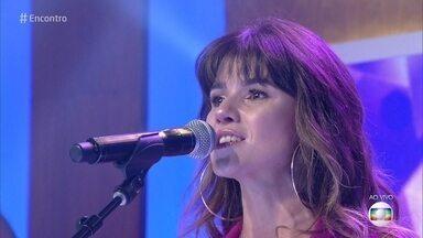 Paula Fernandes canta 'Hora Certa' - Confira!