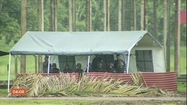 Governo prorroga prazo para Exército manter reforço na segurança de presídio federal em RO - Os soldados estão fazendo a segurança externa do local desde que 11 presos de alta periculosidade foram transferidos de SP para o estado,