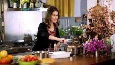 Lasanha - Rita nos faz reavaliar o conceito de praticidade preparando uma lasanha à bolonhesa, um ícone da comida comprada pronta.