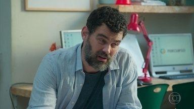 Rafael tem dificuldade de encontrar um apartamento - O diretor da ONG quer se mudar para um imóvel maior para viver com Alex e Márcio