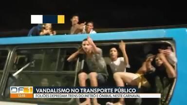 Vândalos depredam transporte público no DF, neste Carnaval - Nos três primeiros dias de folia, 28 ônibus e 30 trens do metrô foram destruídos por foliões, na volta pra casa dos blocos de rua. Teve brigas e confusão.