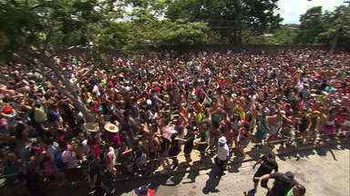 Folião se despede do carnaval de BH ao som de jazz e pagode - Na festa da diversidade, tem espaço para todos os ritmos e para muitas emoções ao som do rei Roberto Carlos.