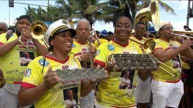 Mais de um milhão de foliões foram às ruas do Rio aproveitar a terça-feira de carnaval - Na terça-feira (5), um milhão e 600 mil pessoas foram às ruas para aproveitar o carnaval. No total, 74 blocos desfilaram pela cidade.