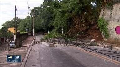 Chuva forte provoca alagamentos e deslizamento de terra na zona sul - Grajaú e Guarapiranga foram os bairros mais atingidos.