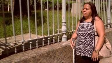 """Na série """"Tem Diferença?!"""", você vai conhecer o mundo da professora Geni de Abreu - Ela tem glaucoma congênito e vai falar sobre como ela superou as barreiras da deficiência visual para conquistar os seus sonhos."""
