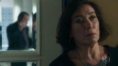 Valentina ouve a conversa de Olavo com Laura - Olavo informa a Machado que Laura reapareceu
