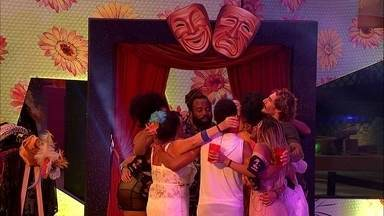 Brothers cantam abraçados o hit 'Medo Bobo' - Brothers cantam abraçados em Festa Identidades