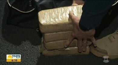 Jovem é preso com mais de 2 quilos de maconha em ônibus interestadual, na PB - Ônibus tinha saído de Natal com destino a Aracaju. Prisão aconteceu em fiscalização de rotina da PRF.