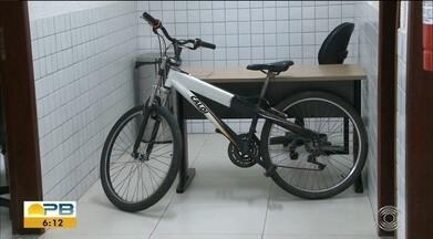 Adolescente é suspeito de vários arrombamentos, no bairro dos Bancários, em JP - Essa bicicleta roubada foi encontrada com o suspeito.