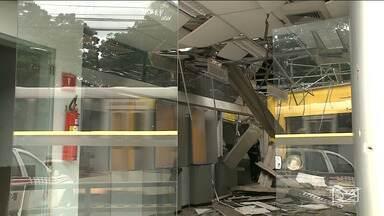 Bandidos explodem agência bancária em São Luís - Impacto foi tão forte que derrubou parte do forro da agência na madrugada desta quinta-feira (14).