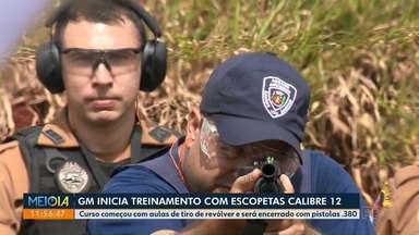 GM inicia treinamento com escopetas calibre 12 - Armamento faz parte do arsenal dos guardas municipais de Maringá.