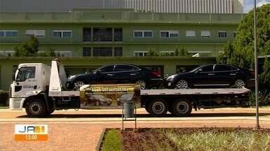 Governo de Goiás arrecada R$ 336 mil em leilão de carros de luxo - Os dois veículos eram usados pelo poder público.