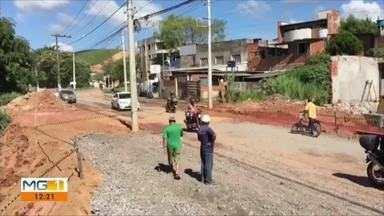 Prefeitura continua obras na Avenida dos Rodoviários, em Timóteo - A avenida fica no Bairro Alegre.