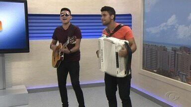 Banda Bonde do Brasil agita o estúdio - Grupo paraibano já tem oito anos de estrada e é conhecida pela mistura de ritmos.