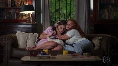 Pat pede perdão a Michele e as duas reatam a amizade - Michele consola e aconselha a amiga