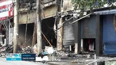 Prédio no Brás pode desabar - O trabalho de rescaldo dos bombeiros continuou no prédio que pegou fogo no Brás.
